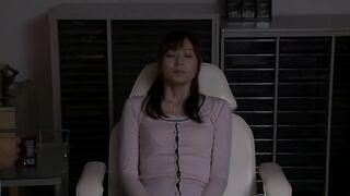 [破壞版] (SOE-929 麻美由真) 在丈夫面前被侵犯的少妻 恥辱的催眠強暴