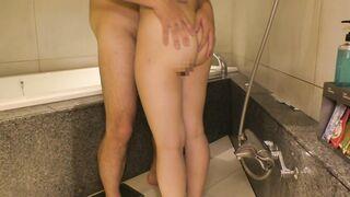 491TKWA-040 某有名音大生はスク水姿でブス男の生チンで中出しされてバスルームでもいちゃハメ!